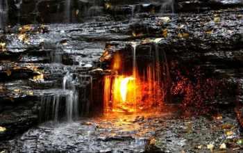 Водопад Вечного огня. В нью-йоркском парке Chestnut Ridge