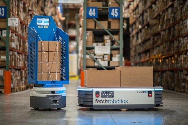 Fetch_Robotics_in_a_warehouse_[Image_credit_Fetch_robotics]