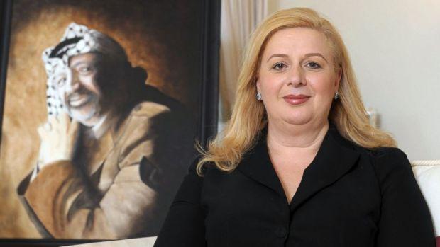 Suha Arafat, a Párizsban élő vígözvegy évi 22 millió dollárt kap a PFSZ-től.