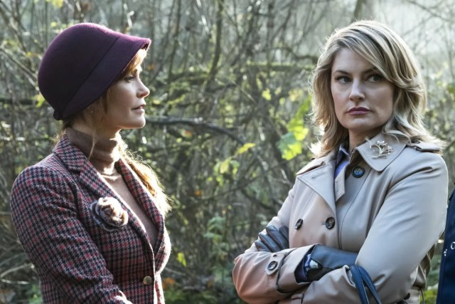 Alice Cooper (Mädchen Amick) and Penelope Blossom (Nathalie Boltt) on Riverdale 1x07 In A Lonely Place (The CW via IMDB)