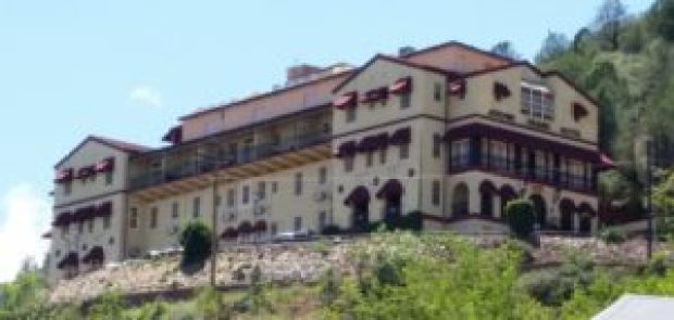 halloween-ghost-town-image-of-the-asylum-hotel