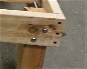 detail wood legs daybed from old mattress amigas4all