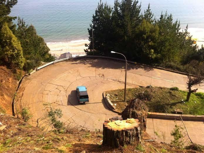 3 buses han quedado atrapados en las últimas semanas por no poder virar en cuesta Caracoles de Tomé