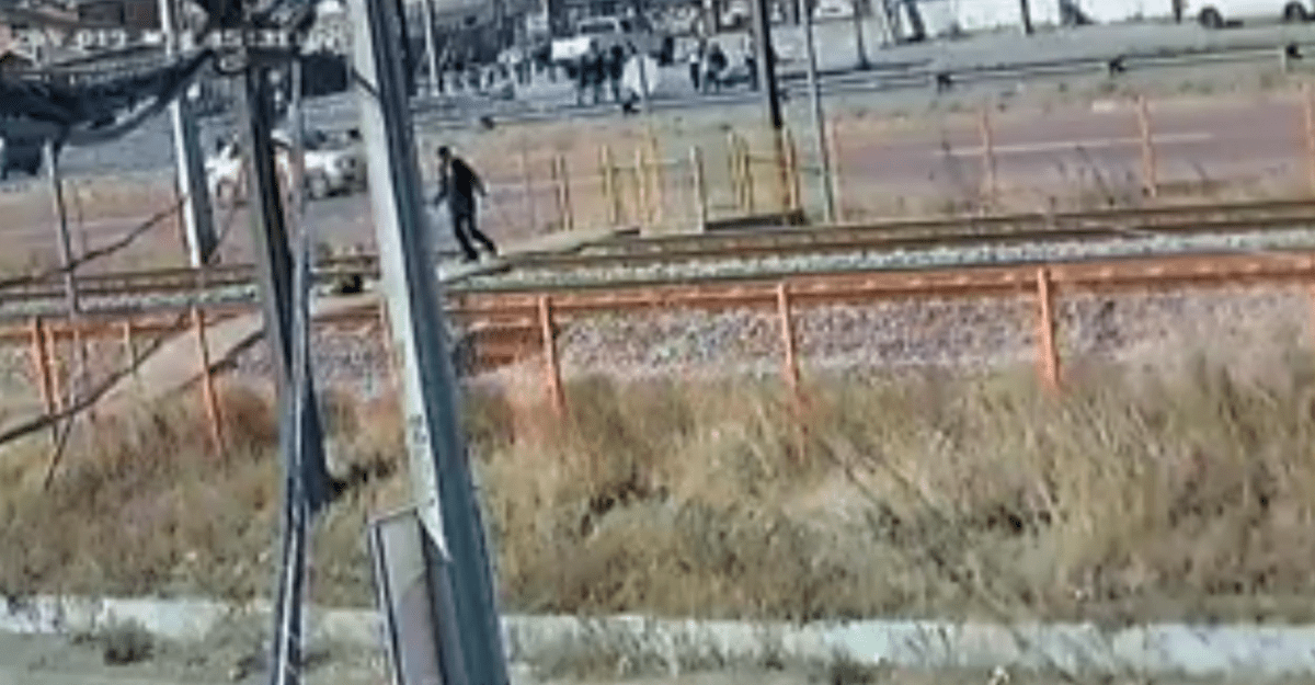 Video muestra los instantes previos al atropello de estudiante por TREN en Lomas Coloradas
