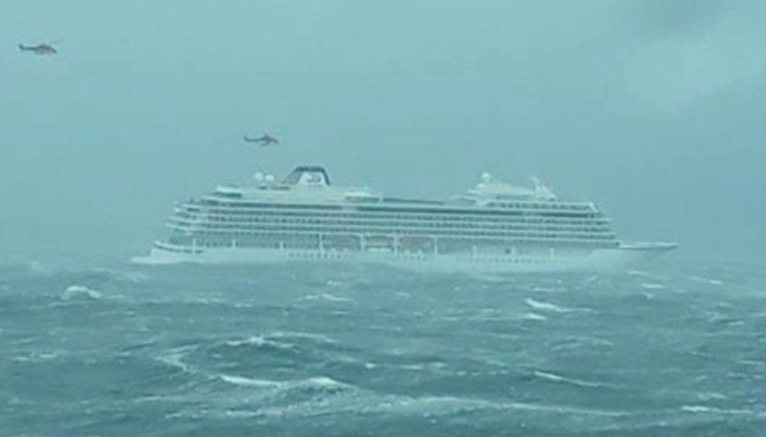 TITANIC? Crucero con más de 1.300 pasajeros sufre AVERÍA en medio del mar, helicópteros proceden a EVACUAR