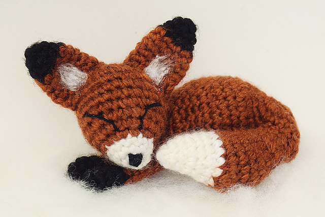 Sleepy fox in the snow crochet pattern