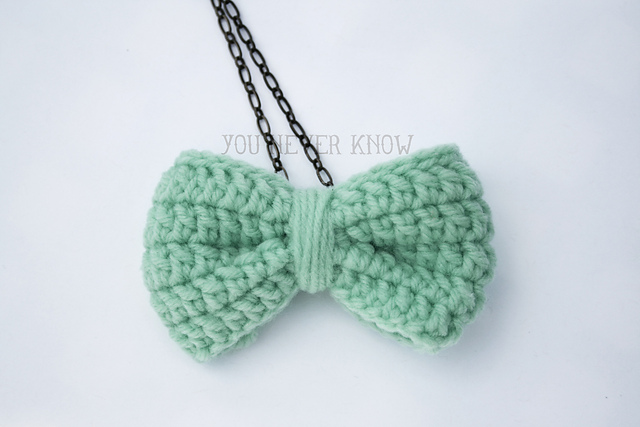 Crochet Bow Necklace pattern