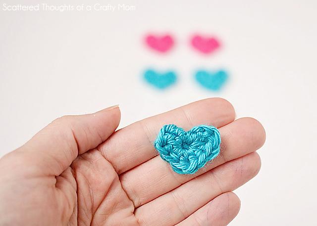 Easy crochet pattern for tiny hearts