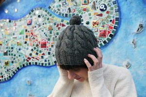 Close cabelled hat with pom pom