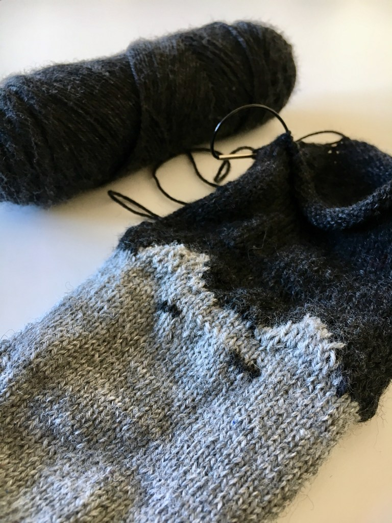 Knitted cat sock pattern