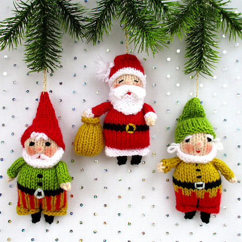 Knitted Santa and his elves