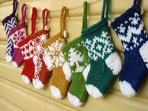 Mini Christmas Stocking Ornaments by Julie Williams - Free Knitting Pattern