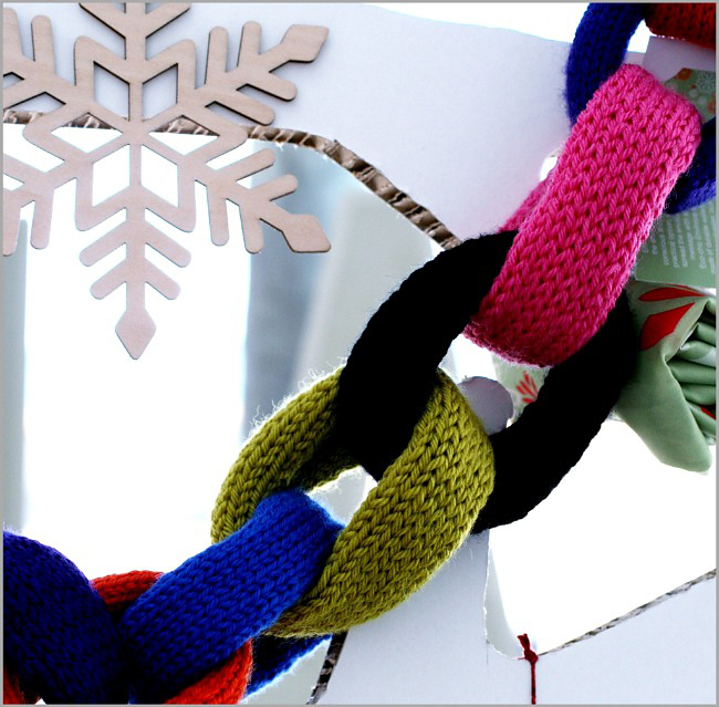 knitted paper chain christmas decoration - free pattern