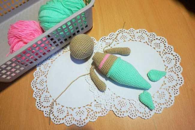 Cute crochet mermaid amigurumi pattern - FREE
