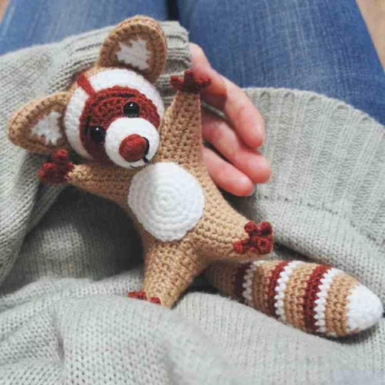 Free amigurumi raccoon crochet pattern