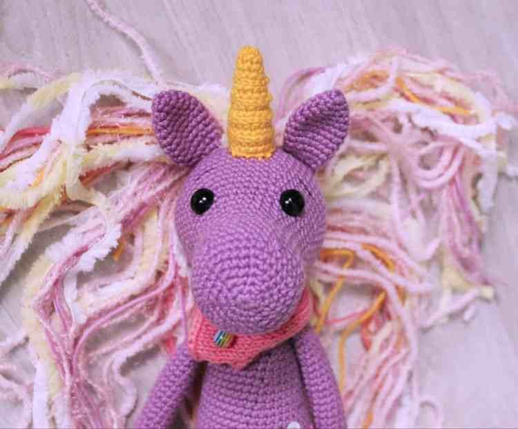 Shy unicorn amigurumi pattern - free