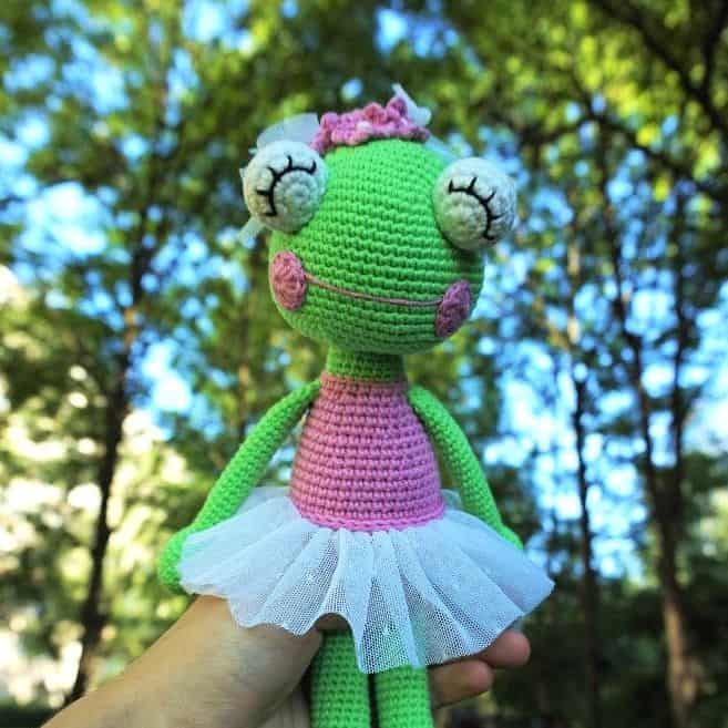 ballerina frog amigurumi free crochet pattern