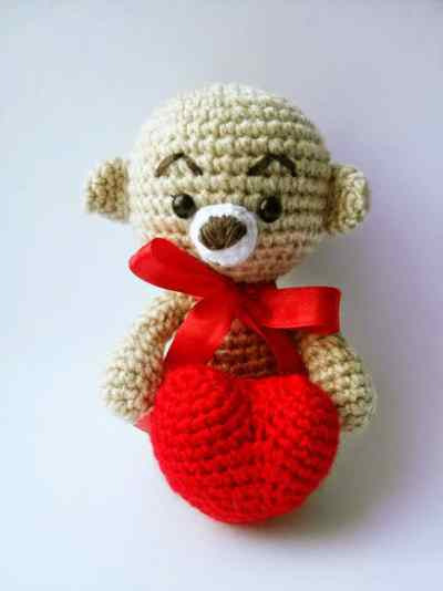 Amigurumi bear with heart crochet pattern