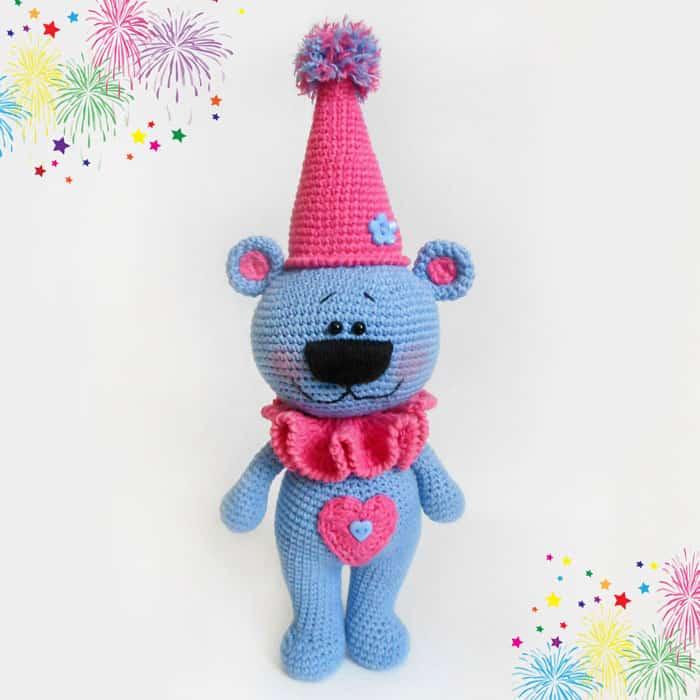 Crochet festive bear free amigurumi pattern