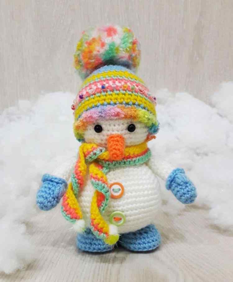 Crochet snowman amigurumi pattern free