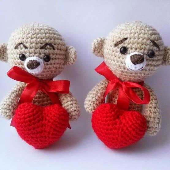 Crochet teddy bear with heart free amigurumi pattern