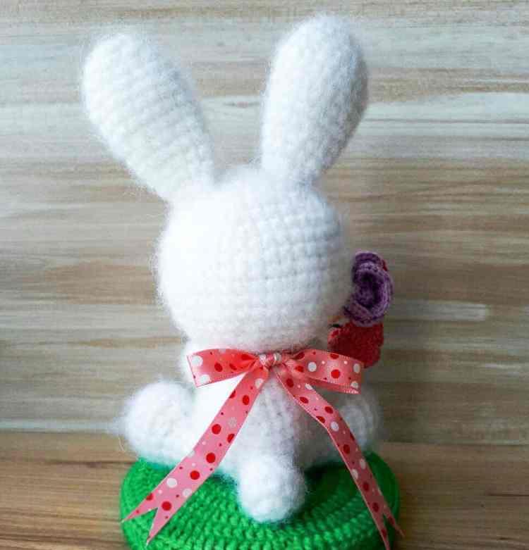 White rabbit amigurumi - Free crochet pattern