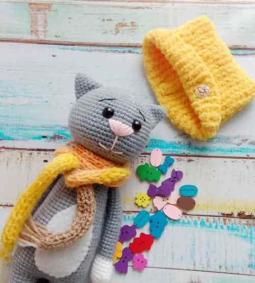 Amigurumi crochet cat pattern with accessories