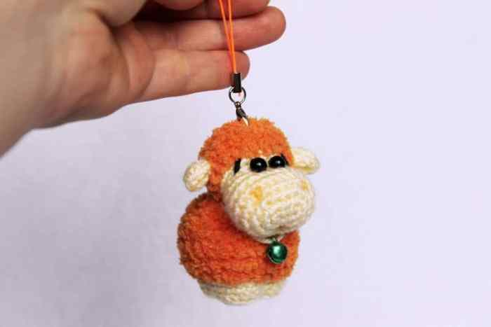 Amigurumi sheep keychain free pattern