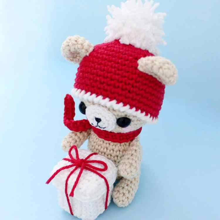 Crochet teddy bear with Christmas gift - free pattern