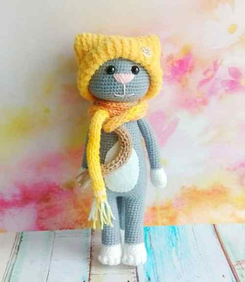 Free crochet cat pattern with accessories