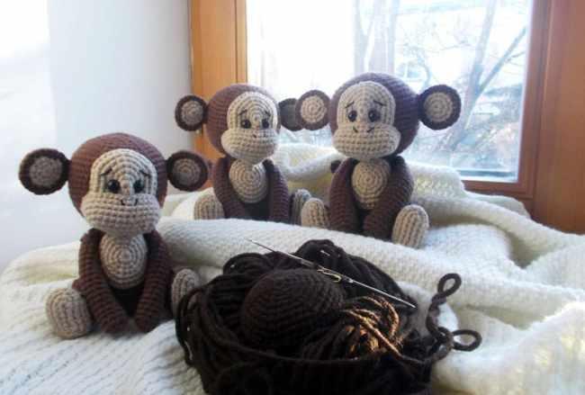 Naughty monkey amigurumi crochet pattern