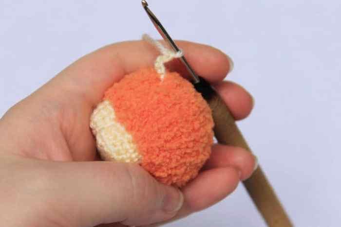 Sheep keychain - free crochet pattern - tail