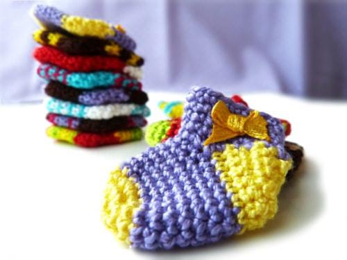 Tiny Christmas sock crochet pattern free