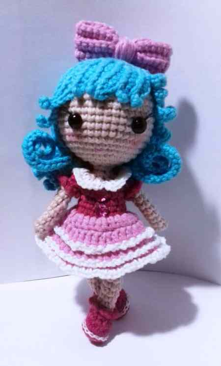 Tiny crochet doll amigurumi pattern
