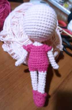 Tiny crochet doll pattern