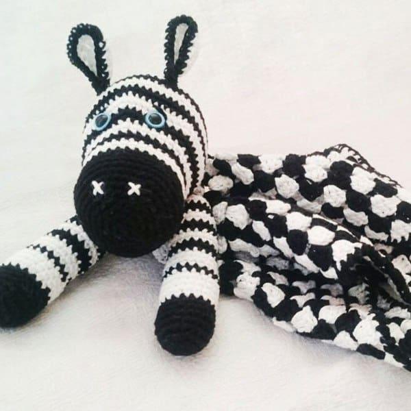 Amigurumi zebra baby comforter - free crochet pattern