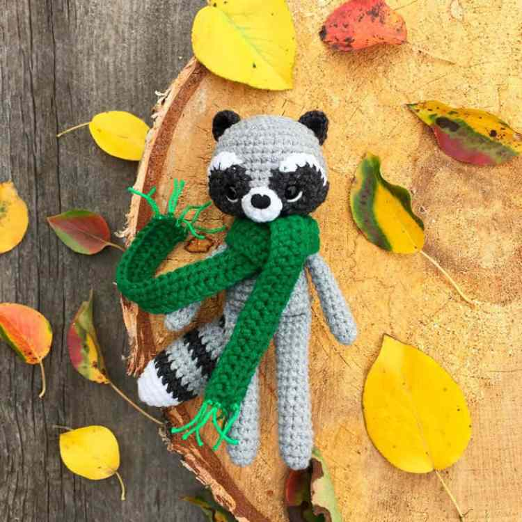 Crochet raccoon with scarf - FREE amigurumi pattern