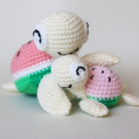 Crochet watermelon turtles – free amigurumi patterns