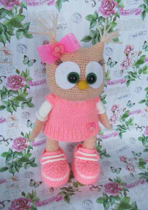 Cute owl in dress - amigurumi crochet pattern