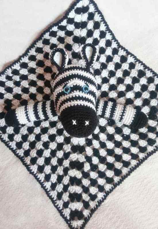Cute zebra baby comforter crochet pattern - FREE