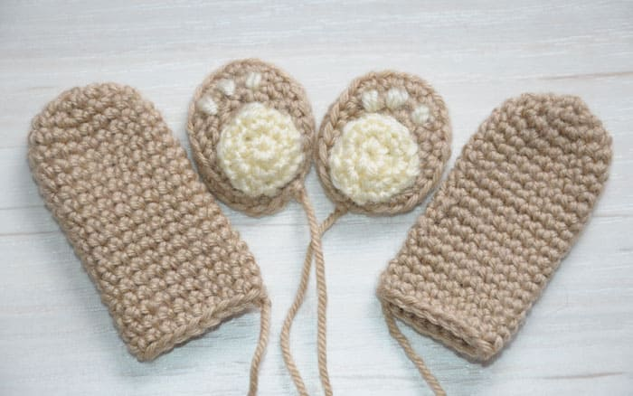 Crochet teddy bear holding a heart - FREE amigurumi