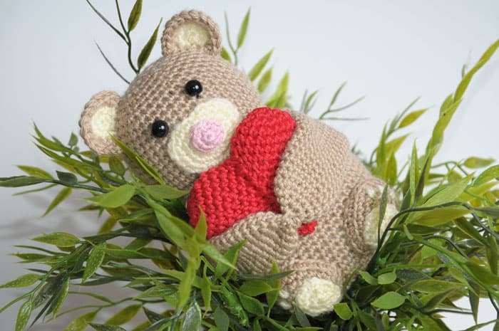 Crochet teddy bear holding a heart