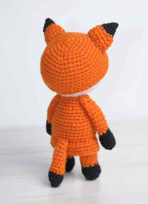 Free crochet pattern - amigurumi doll in fox costume
