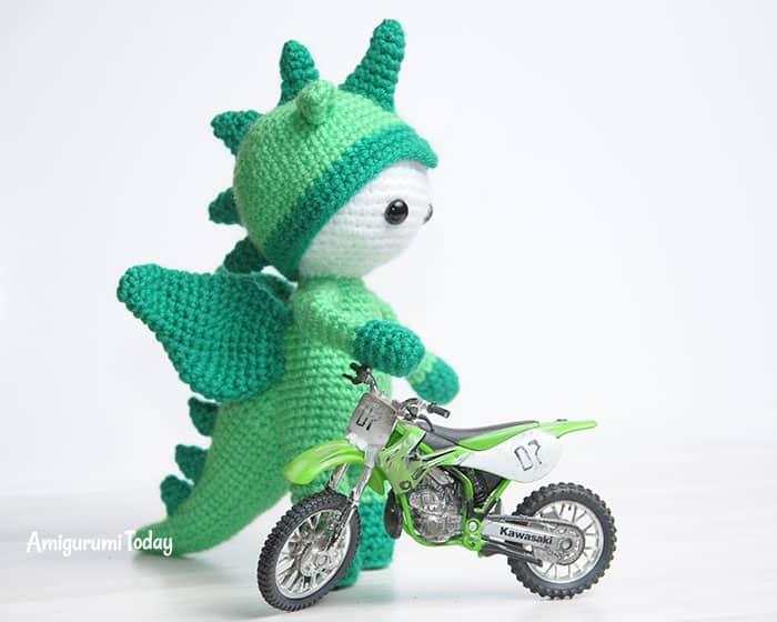 Amigurumi doll in dragon costume - free crochet pattern