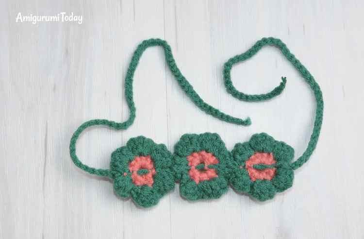 Honey teddy bears crochet pattern - flower band