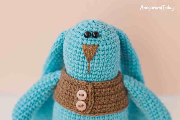 Amigurumi bunny in vest pattern