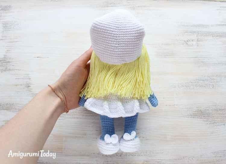 Free Crochet Smurfette Amigurumi Pattern