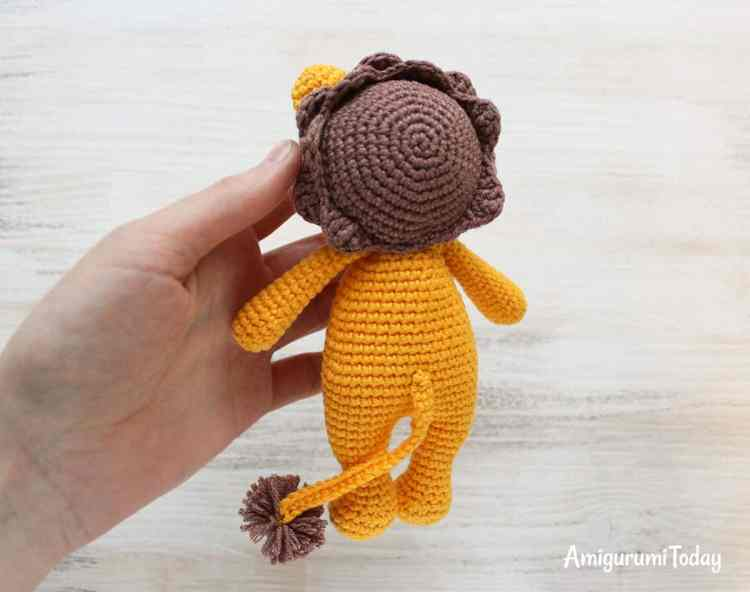 Free Cuddle Me Lion crochet pattern
