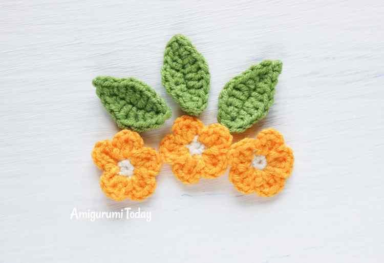 Cuddle Me Cow amigurumi pattern - crochet flowers
