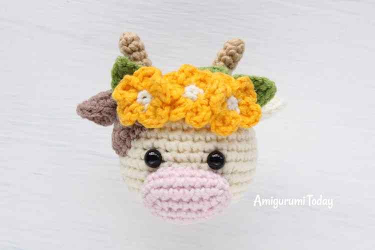 Cuddle Me Cow crochet pattern - head